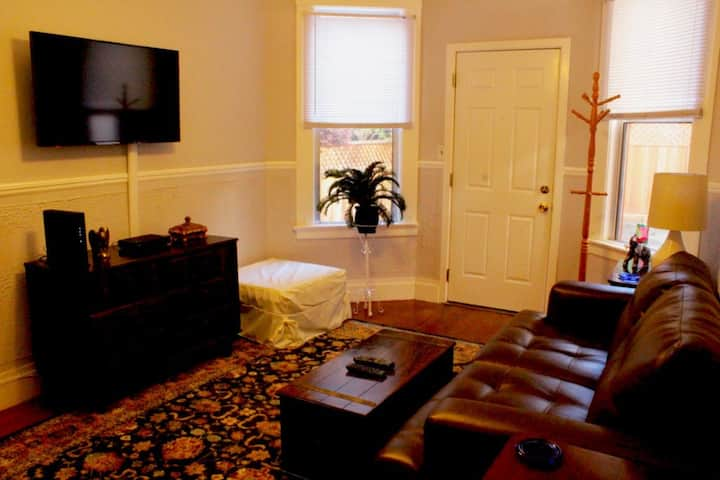 Comfortable One Bedroom in Cole Valley