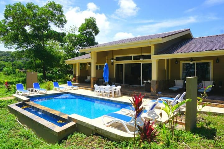 Luxury 4 BR/5 Bth Oceanfront Private Villa w/ Pool