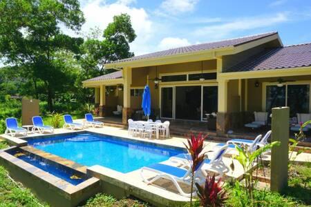 Luxury 4 BR/5 Bth Beachfront Private Villa &  Pool