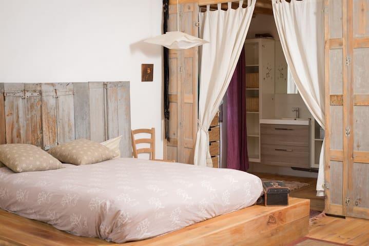 Le Nid des Colibris, la préférée des amoureux - Saint-Martin-de-Londres - Bed & Breakfast