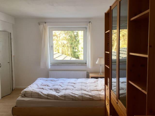 Zentral gelegen und schön - Unterkunft mit Garten! - Bonn - Huis