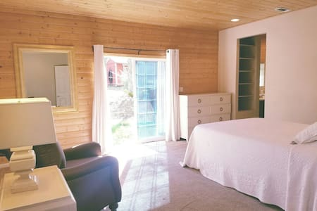 Elegant room with private bath - Nevada City