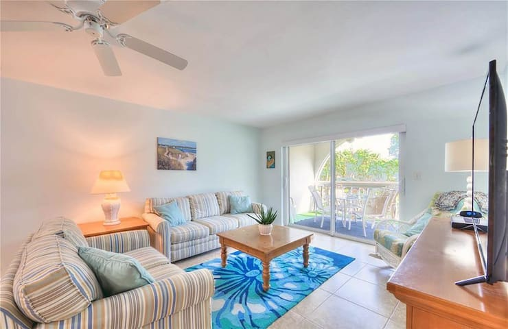Breakers West B5 Beach side condo with pool