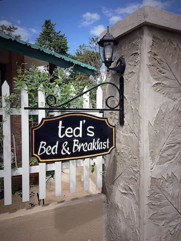 Ted's B&B Laguna - Cozy Cabin Double Room (L)
