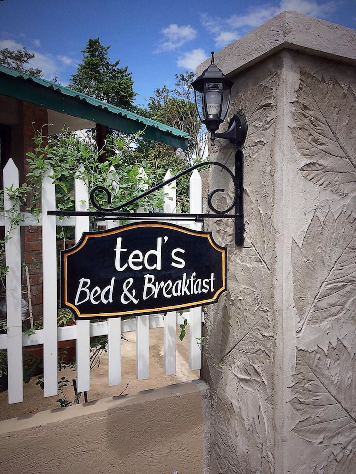 Ted's B&B Laguna - Cozy Cabin Double Room (SM)