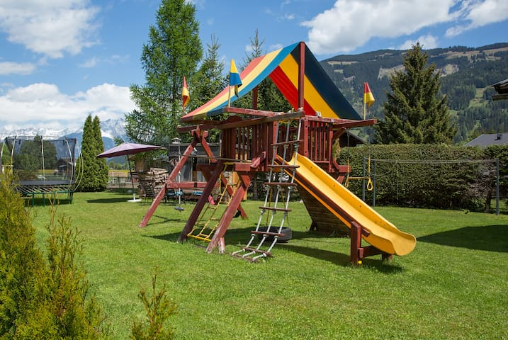 Spacious, family-friendly home minutes from lake - Zell am See  - House