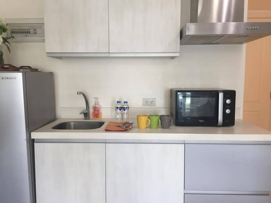 Complete kitchen amenities. You can cook in my unit