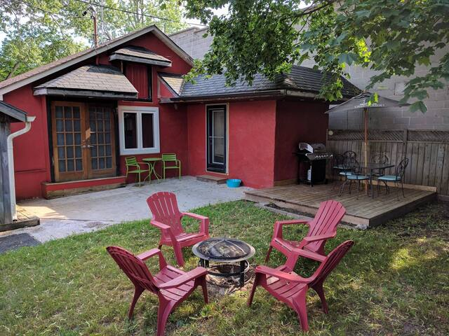 Cozy Cottage retreat 20 mins from Niagara Falls