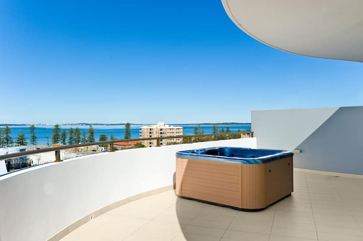 Luxury OceanView Penthouse w/private spa 3bedrooms