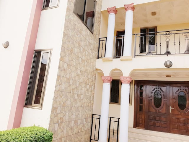 D'Lucius Bed & Breakfast 1 bedroom in 5bedroom hse