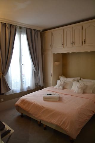 LOVELY TYPICALLY PARISIAN APARTMENT !