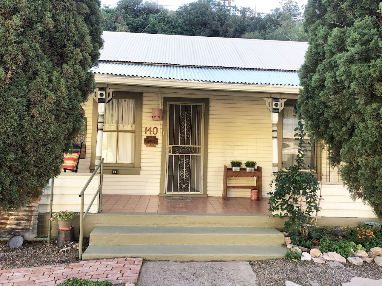 Historic Cottage in the Heart of Old Bisbee. Just steps from the Iron Man & Courthouse!