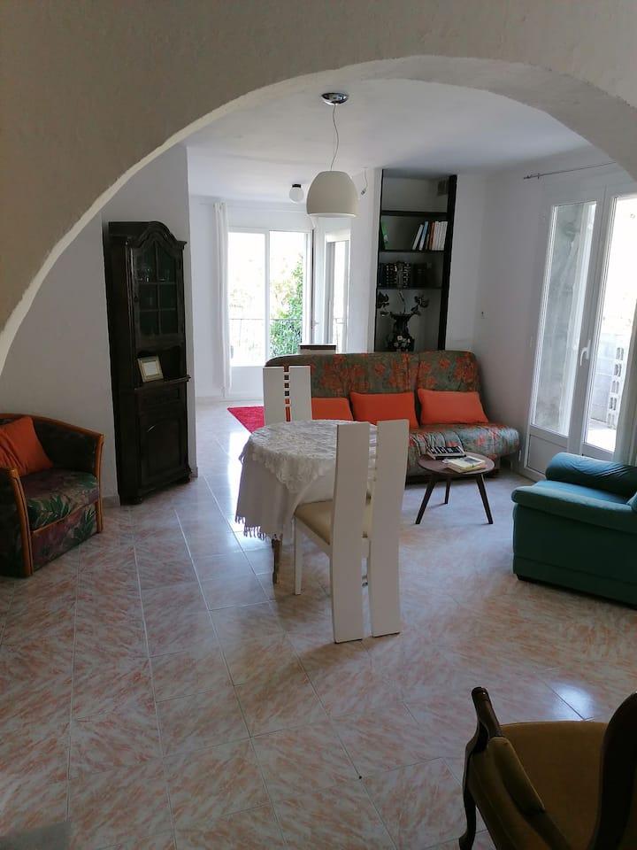 Appartement calme à 400 m du centre du village