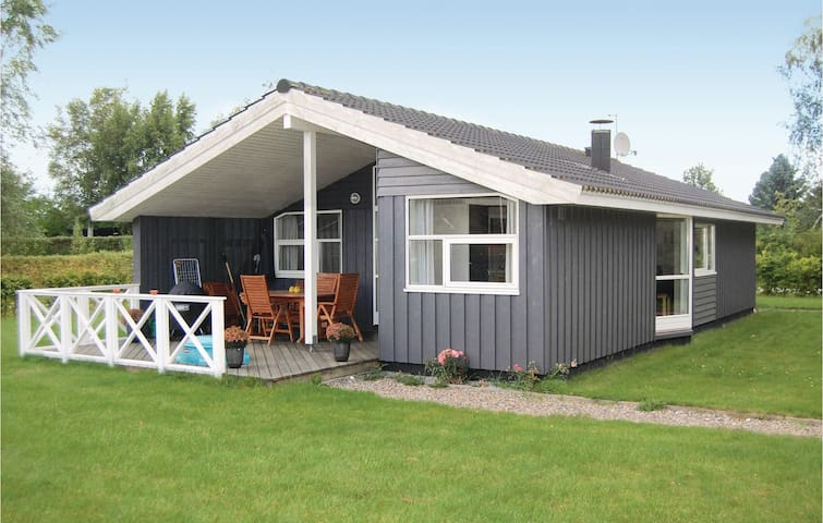 Holiday cottage with 3 bedrooms on 97m² in Bogø By