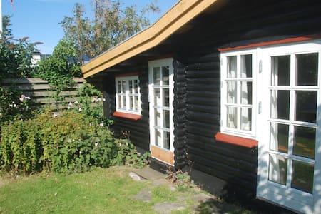 Hyggeligt bjælkehus med havudsigt - Assens - Бунгало