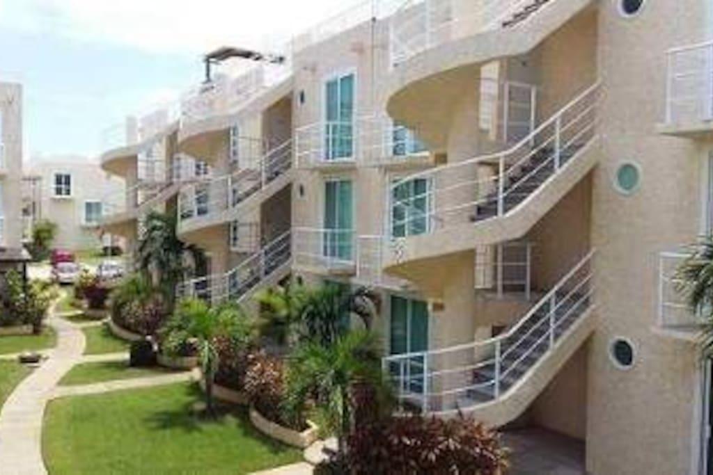 El departamento se encuentra en el tercer piso, acceso único escaleras.