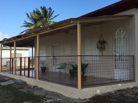 Habitación amplia, cómoda y privada!!! Casa Thais.