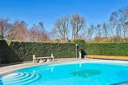 Frog Corner C16th House, Pool & Landscaped Gardens