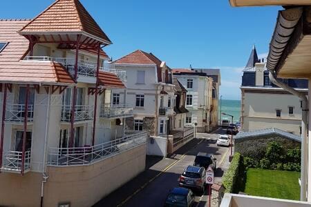 Appartement chaleureux vue mer avec balcon