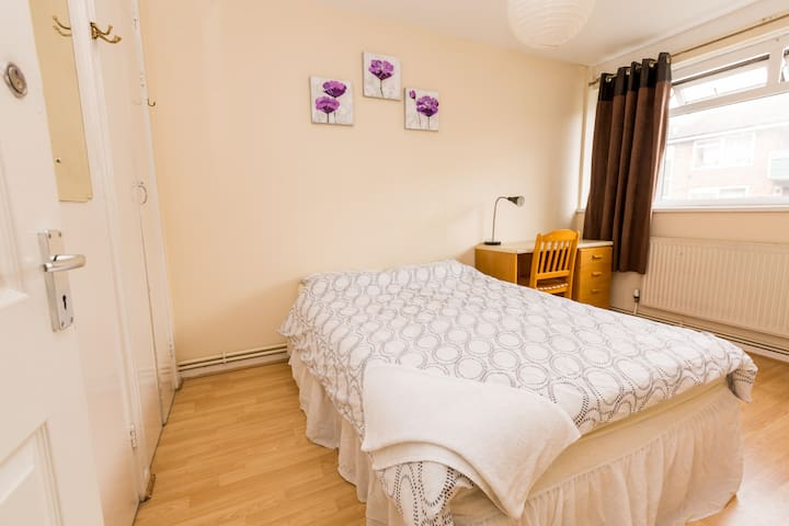 TRENDY FLAT IN GREAT LOCATION! BETHNAL GREEN! - London - House