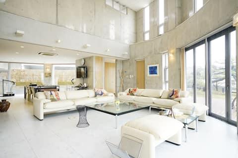 見晴らし抜群! 心地よい3階建ての洗練されたモダンで豪華な一軒家!