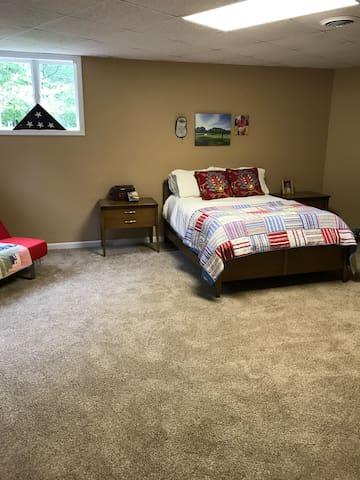 Lower level apt suite w/ bedroom, kitchen & bath