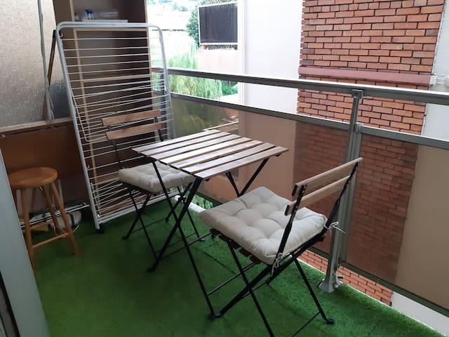 Studio 20m2 + balcon  5 min à pied du centre ville