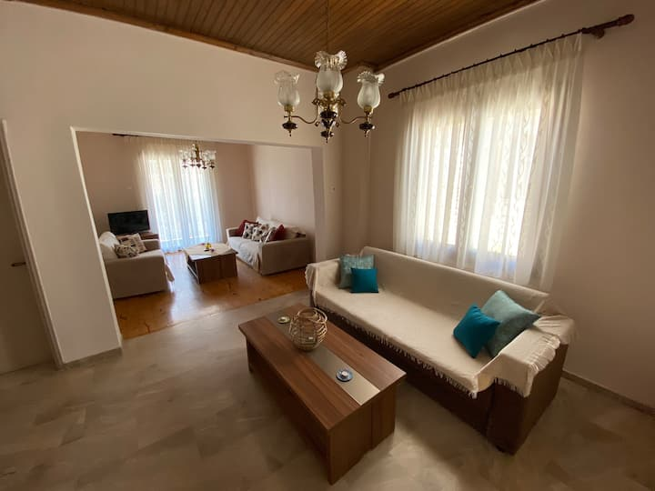 Freshly renovated apartment by the sea! Alex Home!
