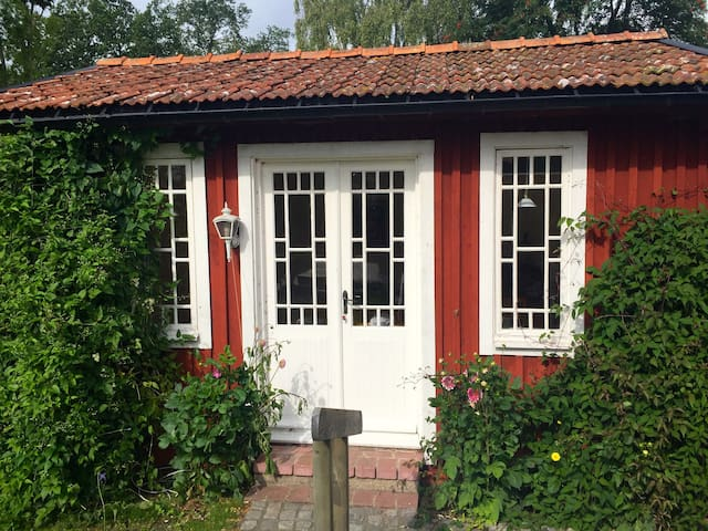 Romantic Cottage by the lake - Kristianstad