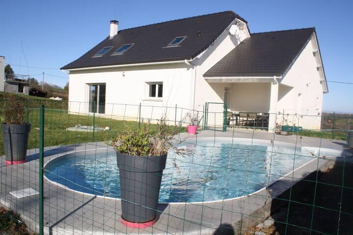 Maison lumineuse et spacieuse avec  piscine