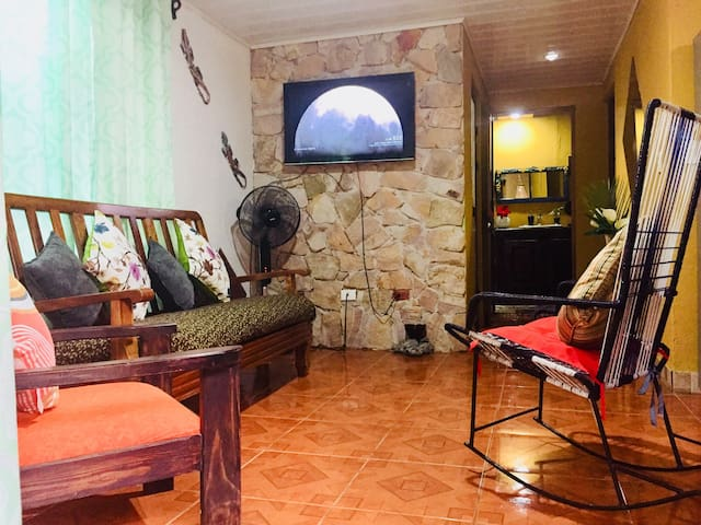 Glamour Nahomar. 2bath,AC,Wifi,2TV, 5 min the Park