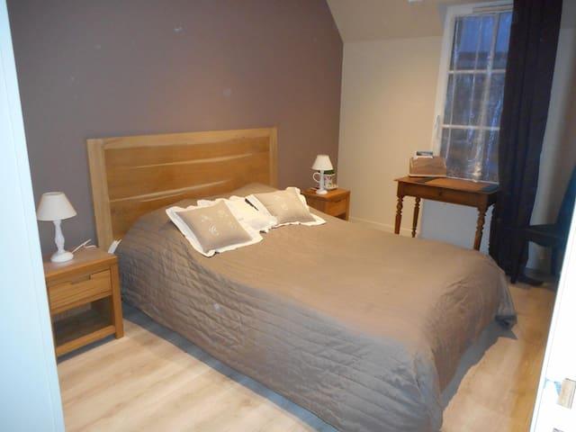 chambre lit double penderie armoire