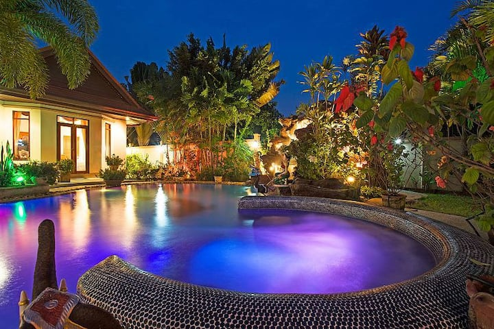 Relaxing Palms Pool Villa 4 Bed Pool Villa Pattaya