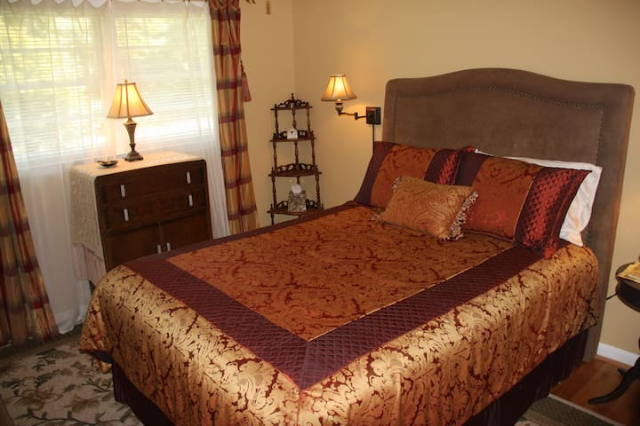 Guest room #2 (Queen).  The house has  WiFi Internet access for our guests.