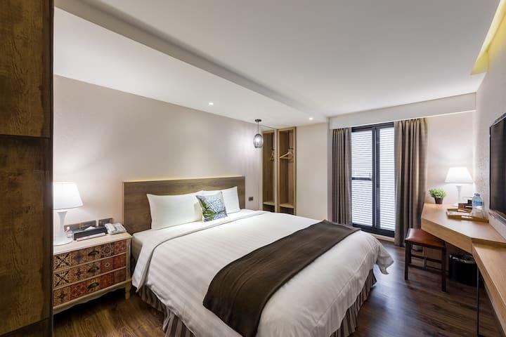 蘭桂坊花園酒店:豪華雙人房,陽台,自助式早餐,免費停車。