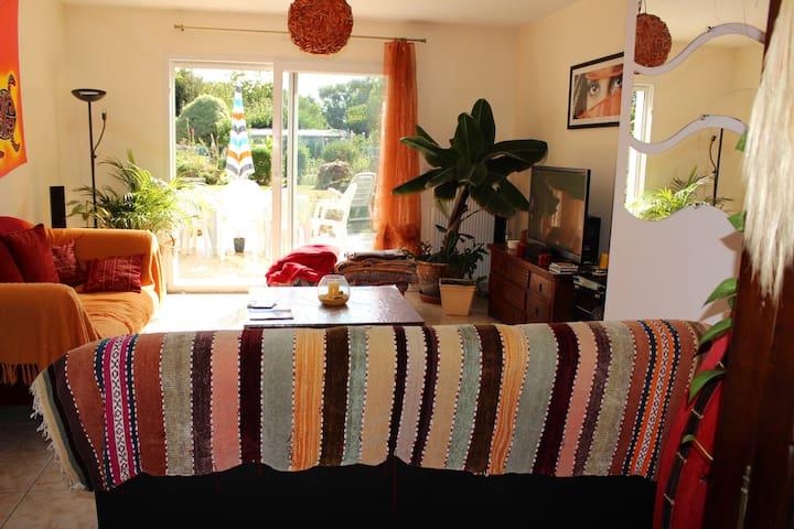 Chambre au calme dans grande maison commune