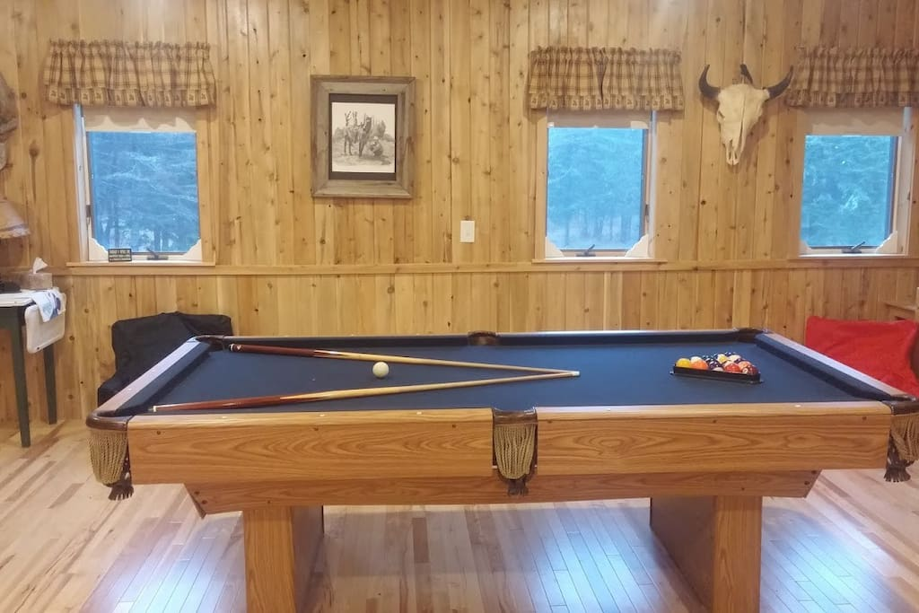 2nd floor with four double beds, pool table, TV