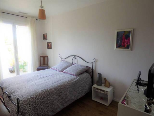 Chambre confortable, au calme à Léognan