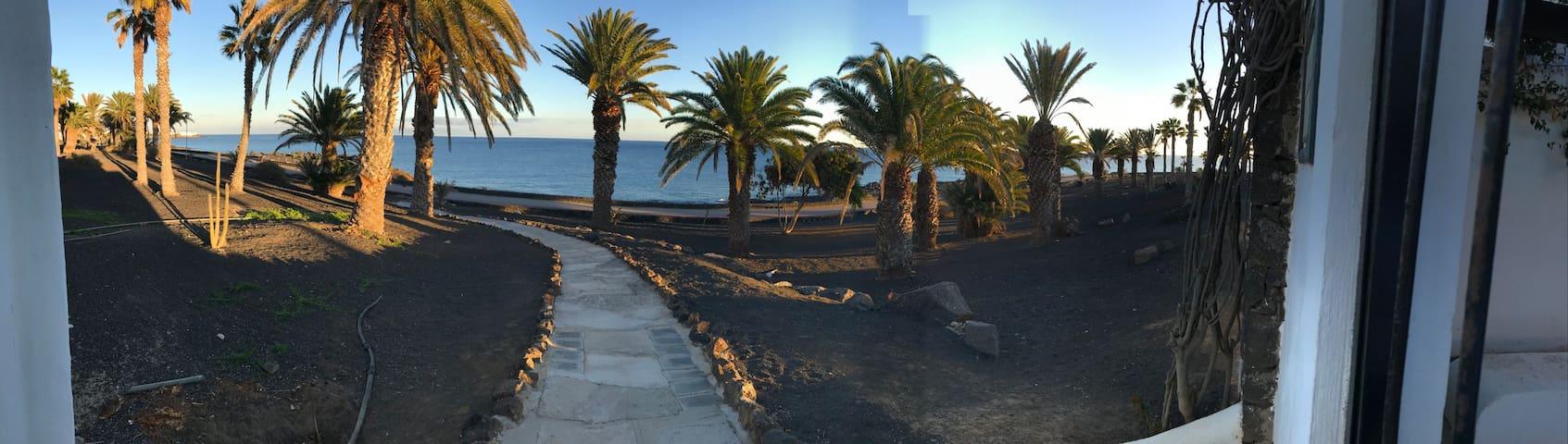 Coqueto bungalow con piscina y acceso directo mar