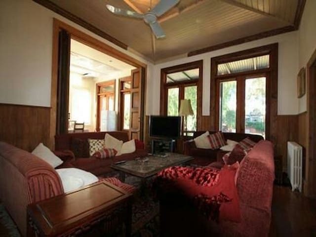 Ensuite Stay in a Mansion near CBD - Yarraville - บ้าน