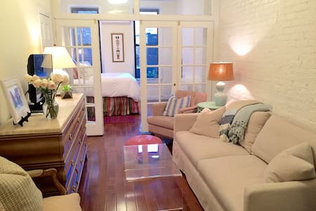 Modern and Charming 1BR West Village Oasis - New York - Apartment
