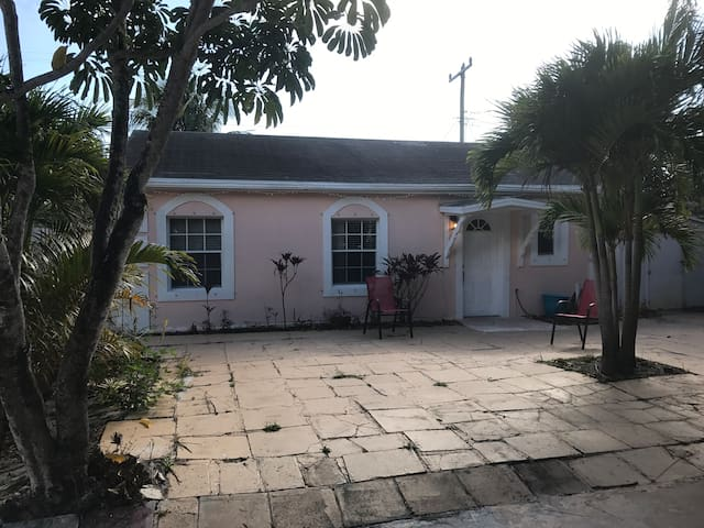 Cheap and small room simple place to crash PBI AIR - Lake Worth
