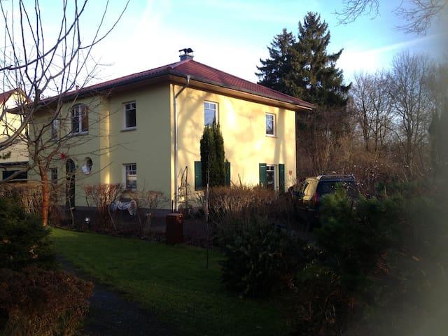 Villa Kunterbunt im Grünen - Berlin - House