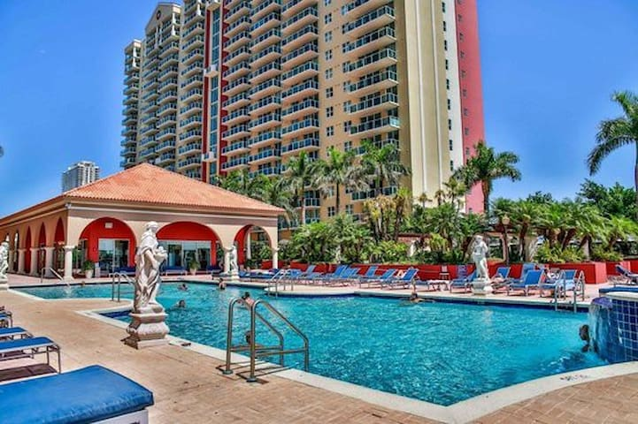 Wonderful Room in Sunny Isles, FREE PARKING!!