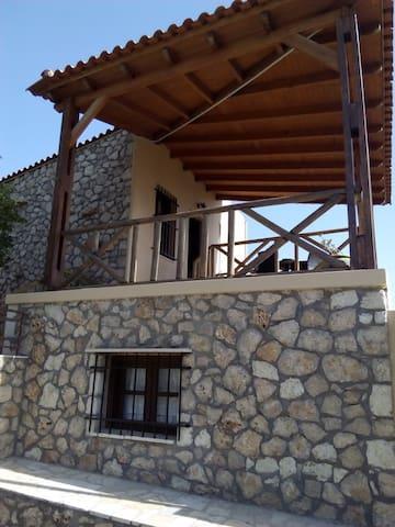 Villa Keratokampos With Church