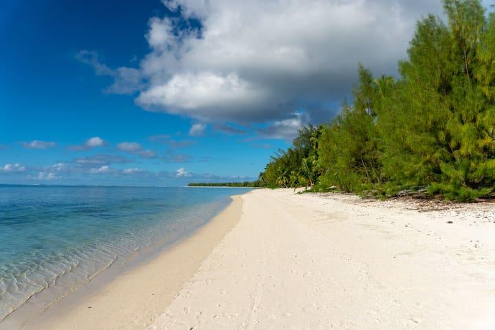 Aitutaki beach front bungalow 2