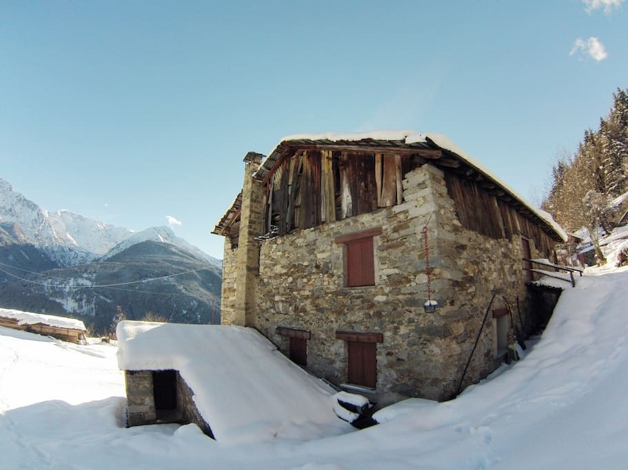 Gran baita in veste invernale - country house in winter