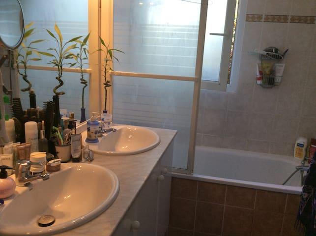 Chambre confortable dans jolie résidence - Cugnaux - Konukevi