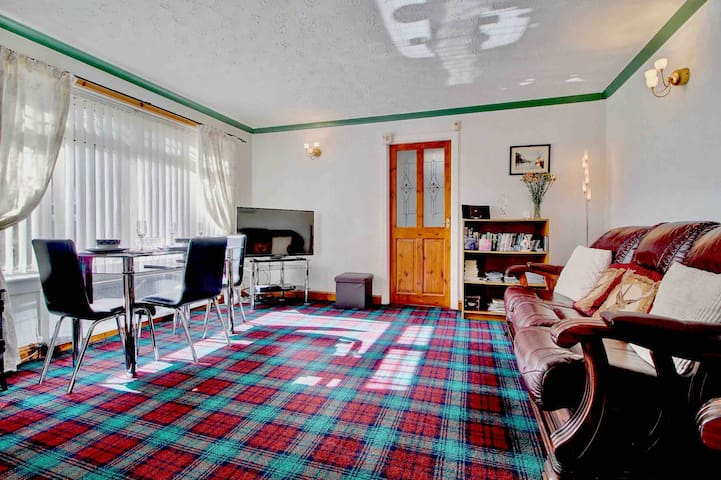Old Smiddy Apartment sitting room with Lindsay tartan carpet