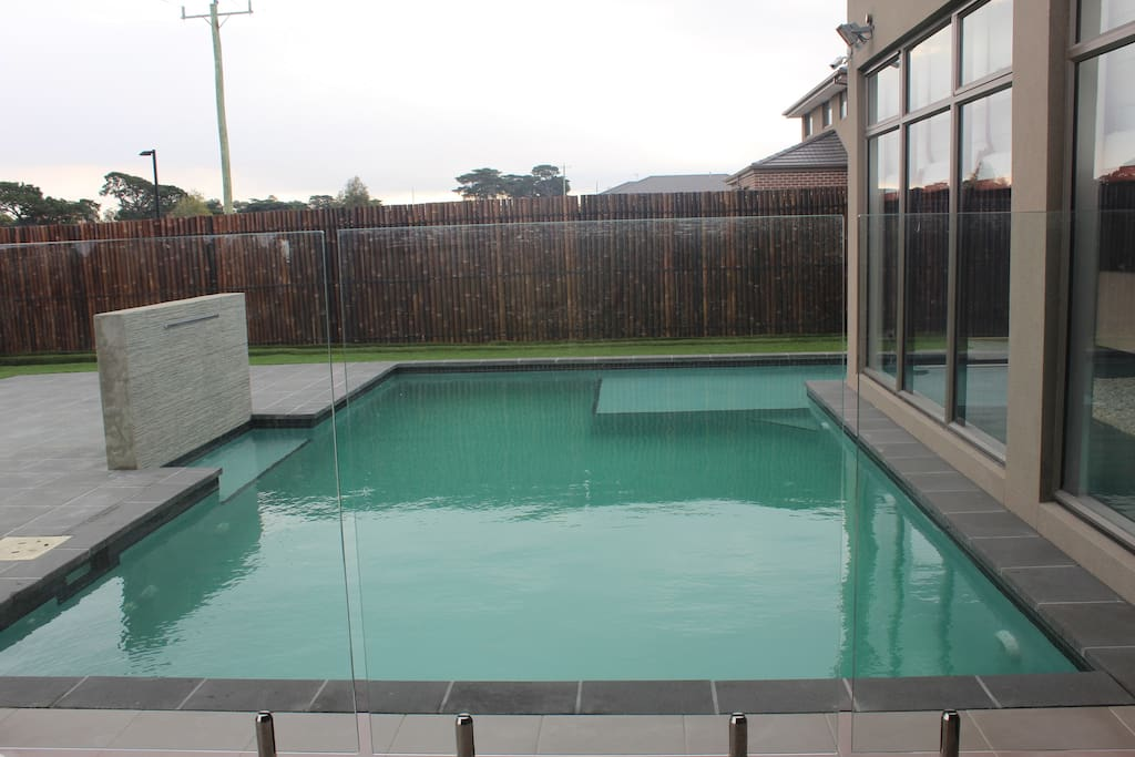 Location quality 10m to airport netflix pool houses for Pool show on foxtel